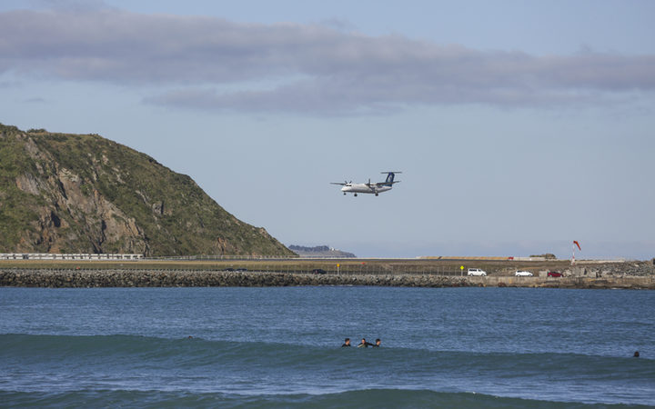 Wellington Airport - Air New Zealand plane landing