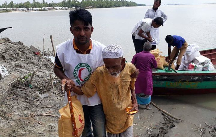 The Bangladesh Red Crescent Society distributes rice, dal, oil and semolina to about 650 people in a flood-affected area near Sirajganj on 27 August, 2017.