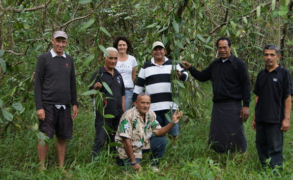 Jennifer and John of Heilala Vanilla with their team at their plantation in Tonga.