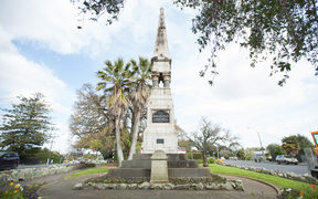 The memorial commemorates Colonel Marmaduke George Nixon, who commanded the Colonial Defence Force Cavalry during the Waikato War.