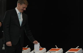 Bill English and wife Mary voting on 21 September.