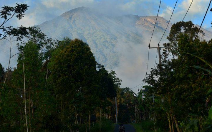 Bali on alert amid fears Mount Agung volcano will erupt