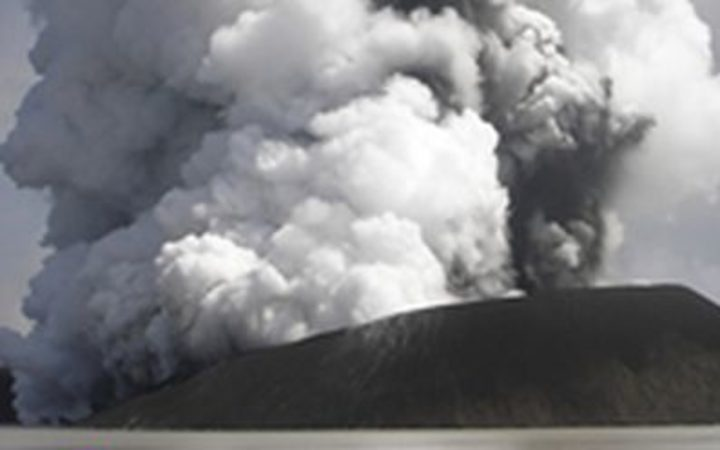 New Zealand Defence Force set to survey erupting Vanuatu volcano