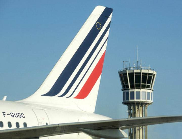 Portuguese plane helps with French Polynesia strike backlog