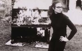 Annea Lockwood - pianoburning