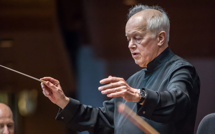 Edo de Waart leads the New Zealand Symphony Orchestra.
