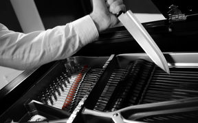 Joachim Horsley plays the piano with knives
