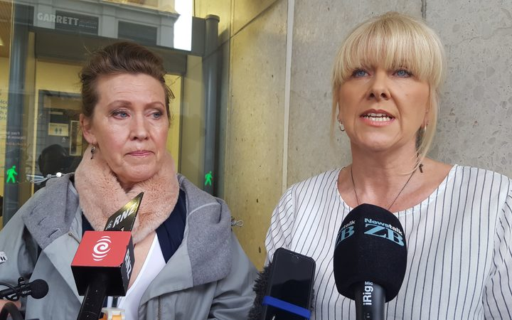Sharon Comerford's identical twin sister Jacqui Comerford (left), and sister Debi Ogle (right).