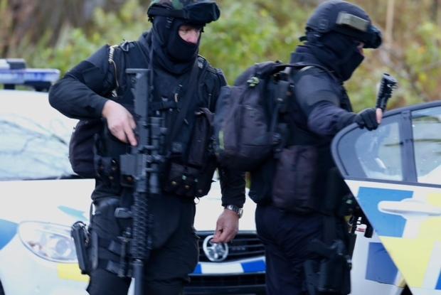 武装警察在搜查期间在奥阿库尼留下了一个地址。
