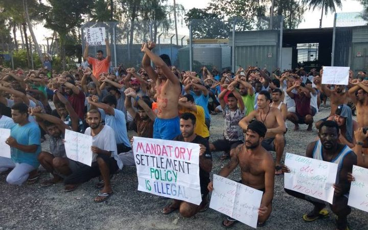 Police enter Australia's Manus Island detention centre