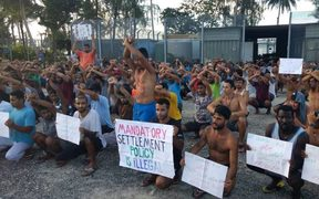 The daily protest in the detention centre, 10-11-17.
