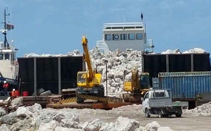 Nauru sends rocks to Tuvalu