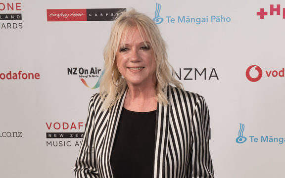 Sharon O'Neill on the red carpet at the 2017 VNZMAs