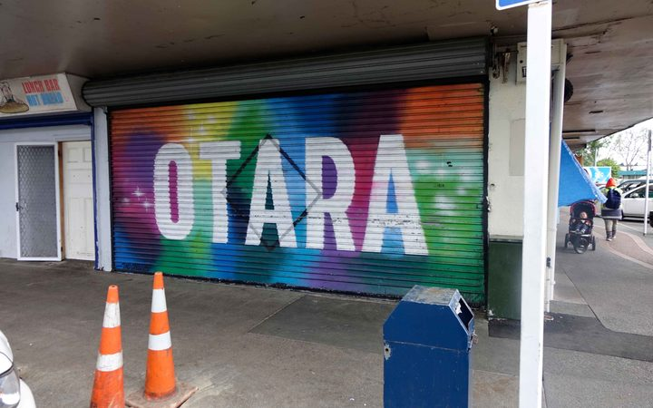 Police tell Ōtara community how to deal with violence