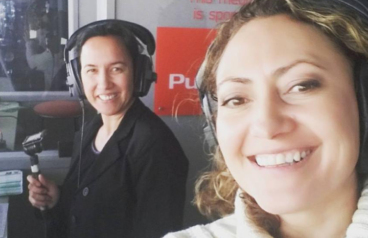 Farah Palmer (left) and Melodie Robinson commentating.