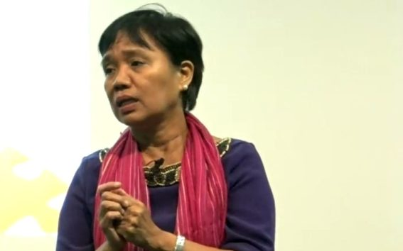 Malou Mangahas speaking at the AUT's Pacific Media Centre summit 'Journalism Under Duress'