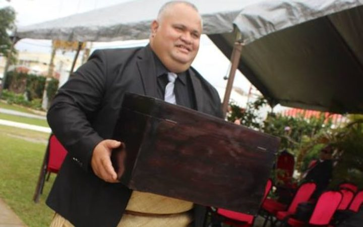 Deputy Clerk of Parliament, Dr.Sione Vikilani, with the ballot box after the vote for PM