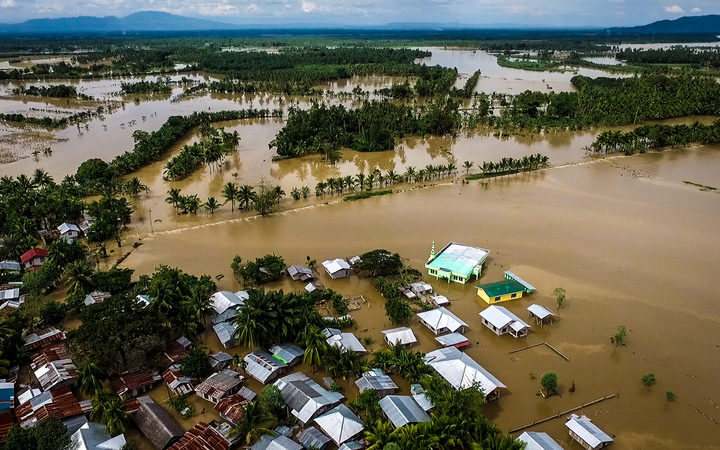 Vietnam evacuates 650000 ahead of typhoon