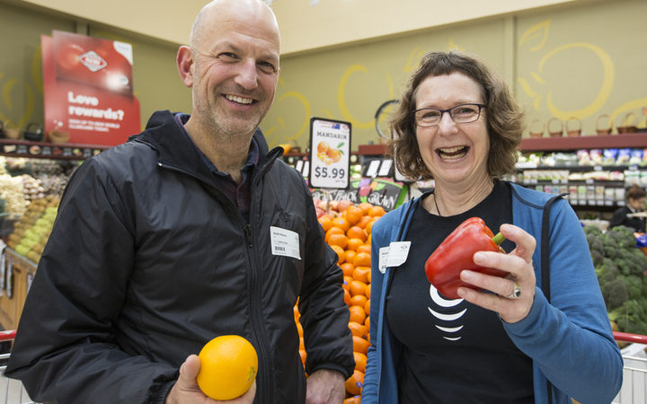Alison Ballance and Simon Morton discover which fruits and vegetable have the most vitamin c. Science of vitamin c