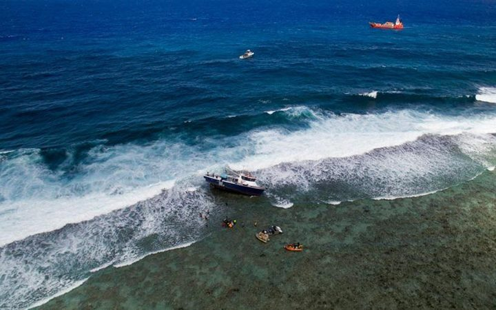 Cooks govt worried about grounded vessel