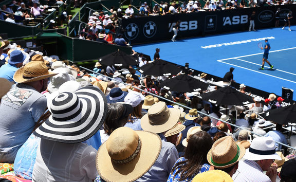 Tennis fans on a scorching Auckland afternoon at the ASB Classic