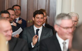 Clarke Gayford applauding.