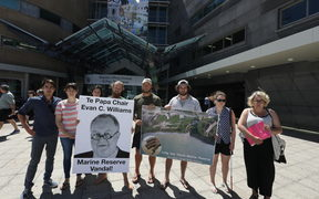 The protestors want Evan C. Williams to stand down from his position as chair of Te Papa museum.