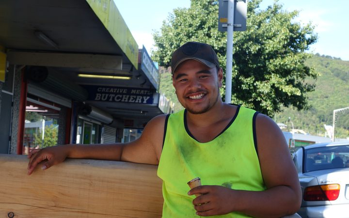 Construction worker Daniel sheltering from the record-breaking heat in Wainuiomata.