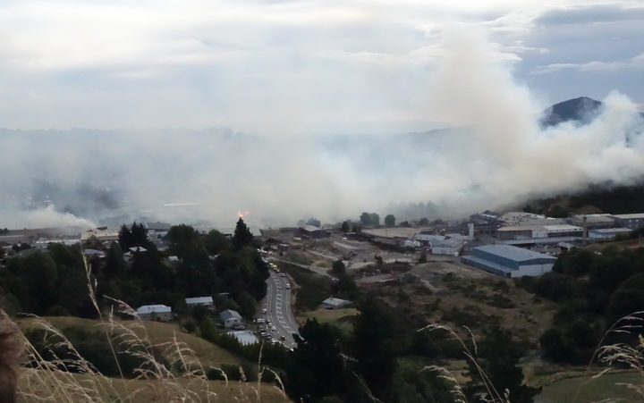 The fire quickly spread across an area of 20-25 hectares.
