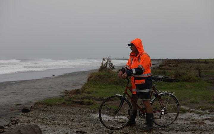 Buller district has declared a State of Emergency. Locals still out looking out to the Tasmen Sea.
