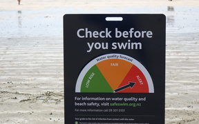 Water quality warning sign in Takapuna this summer