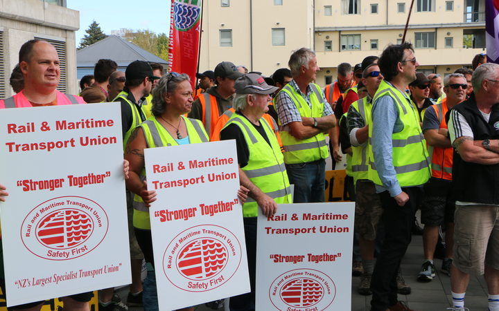 Pickets primed as port workers launch 13-day strike | RNZ News