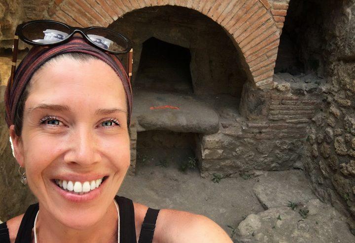 Edible archaeology: recreating Pompeii's bread
