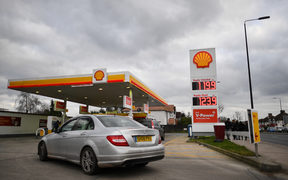 The logo of energy giant Royal Dutch Shell is pictured at a petrol station in London on January 30, 2018. / AFP PHOTO / BEN STANSALL