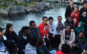 Joko Widodo with students in Wellington