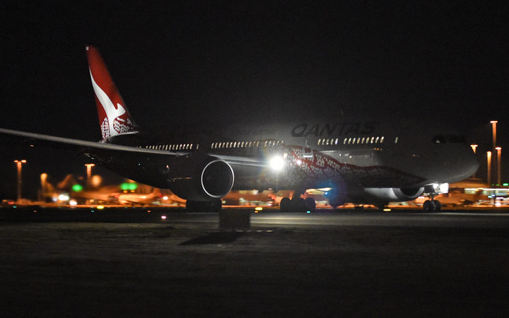First non-stop Australia-Britain flight lands after 17 hours