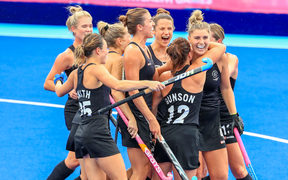 New Zealand Black Sticks Women celebrate Gold at the Commonwealth Games.
