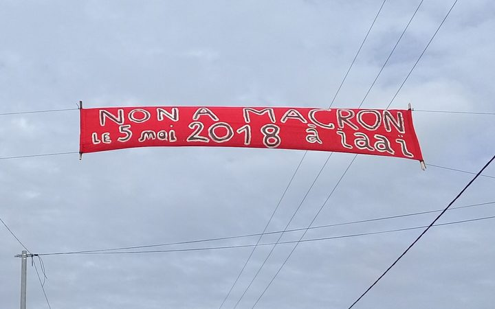 A banner against the Macron plan to visit Ouvea.