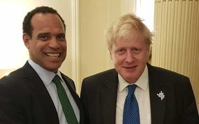 Vanuatu Foreign Minister Ralph Regenvanu and UK Foreign Secretary Boris Johnson at the 2018 Commonwealth Heads of Government Meeting in London