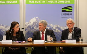 Prime Minister Jacinda Ardern, Agriculture Minister Damien O'Connor (centre), and Dairy NZ chair Jim van der Poel