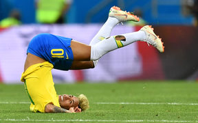 Brazil's forward Neymar falls during the Russia 2018 World Cup Group E football match between Brazil and Switzerland at the Rostov Arena in Rostov-On-Don on June 17, 2018. / AFP PHOTO / JOE KLAMAR