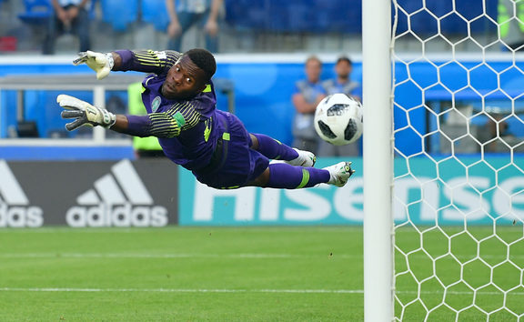 5560743 26.06.2018 Nigeria's goalkeeper Francis Uzoho jumps to make a save on a free kick by Argentina's Lionel Messi during the World Cup Group D soccer match between Nigeria and Argentina at the Saint Petersburg Stadium, in Saint Petersburg, Russia, June 26, 2018. Vladimir Pesnya / Sputnik
