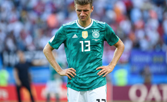 frustrated after End of Game: Thomas Mueller (Germany) is crying. GES / Soccer / World Cup 2018 Russia: South Korea - Germany, 27.06.2018 GES / Soccer / Football / Worldcup 2018 Russia: Korea Republic vs Germany, Kazan June 27, 2018 | usage worldwide