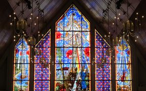 The Great Window, designed by Nigel Brown, is said to be the largest expanse of stained glass in the southern hemisphere. The windows have a Maori/Polynesian side and a European side, with the risen Christ in the centre crowned by a seven-petalled flower depicting the seven days of Creation.