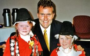Angharad and Gwenda Whelan, daughters of Sue Whelan with the mayor of New Plymouth at the national cymanfa ganu in 2002