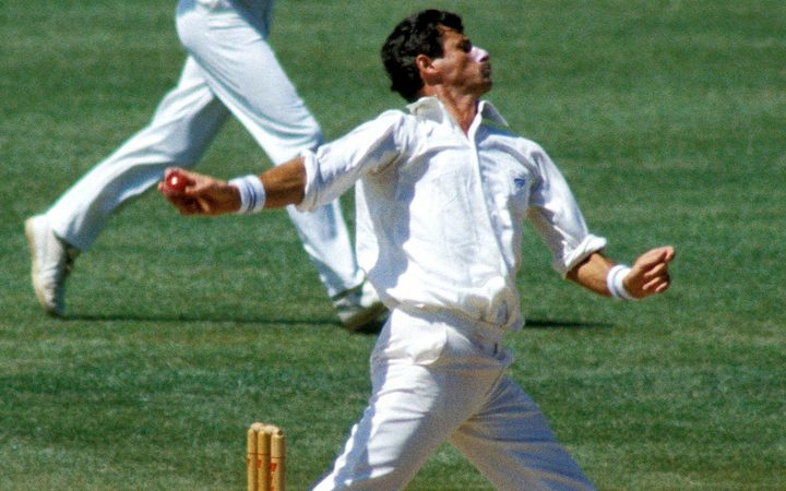Sir Richard Hadlee bowling against India in 1990.