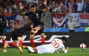 England's midfielder Dele Alli (R) is fouled during the Russia 2018 World Cup semi-final football match between Croatia and England at the Luzhniki Stadium in Moscow on July 11, 2018. / AFP PHOTO / MANAN VATSYAYANA / RESTRICTED TO EDITORIAL USE - NO MOBILE PUSH ALERTS/DOWNLOADS