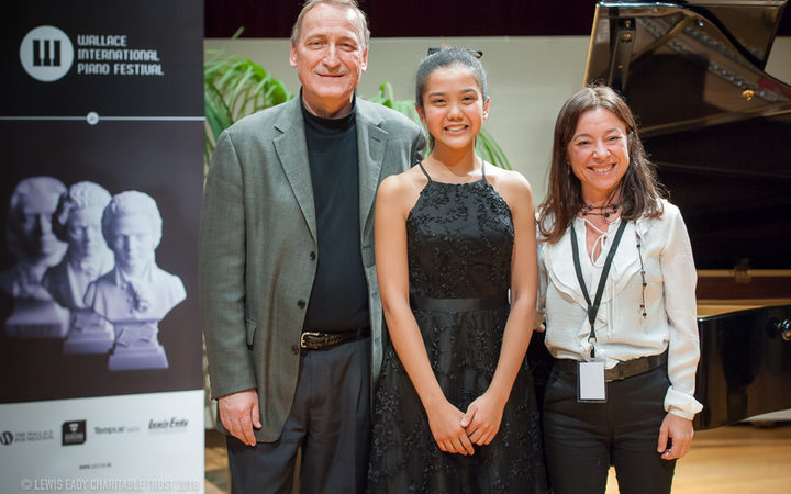 Wallace National Jr Piano Competition 2018 winner Ashani Waidyatillake (centre)