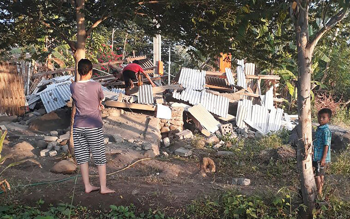 10 dead, dozens hurt after 6.4-magnitude quake rocks holiday island Lombok