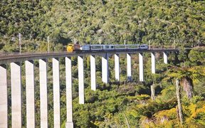 Northern Explorer crossing the Hapuwhenua Viaduct